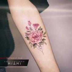Flower tattoo with geometric pattern – tattoo tatuagem - diy tattoo images Diy Tattoo, Tattoo Fonts, Tattoo Guys, Tattoo Quotes, Trendy Tattoos, Unique Tattoos, Small Tattoos, Inspiring Tattoos, Amazing Tattoos