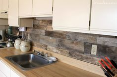 beautiful reclaimed pallet wood backsplash from Circa Dee