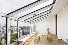 Read French architecture studio AAVP led by Vincent Parreira one of the judges in the Next Landmark 2017 international contest has converted a photography studio in Luz Natural, Atelier Architecture, Architecture Photo, Paris Loft, Interior Wall Colors, Lofts For Rent, Double Vitrage, Parisian Apartment, Duplex