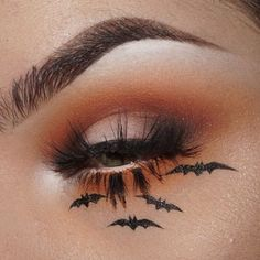 Pumpkin Smoky Eyes & Halloween Bats - Make Up Ideas Bat Makeup, Witch Makeup, Eye Makeup Art, Crazy Makeup, Eyeshadow Makeup, Eyeliner, Halloween Eyeshadow, Cute Halloween Makeup, Halloween Makeup Looks