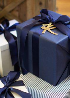 Blue and White Christmas Silver Christmas Decorations, Pink Christmas, Christmas 2017, Christmas Colors, All Things Christmas, Christmas Mantles, Victorian Christmas, Christmas Trees, Vintage Christmas