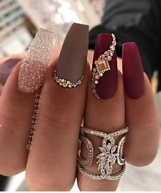 Casket nails have become a huge trend this year, and there are so many stunning designs to choose from! Discover casket nails and how to rock them this season! Aycrlic Nails, Glam Nails, Bling Nails, Beauty Nails, Rhinestone Nails, Sexy Nails, Sparkle Nails, Nail Swag, Birthday Nail Art