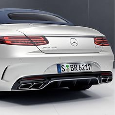 With the new Mercedes-AMG S 63 Cabriolet, every passing mile becomes a testament to constant pursuit of perfect performance. [Combined fuel consumption: 10.4 l/100 km | CO2 emissions: 244 g/km]