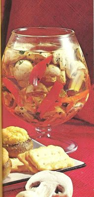 Mushroom Delight (Southern Living, The Vegetables Cookbook, What the heck are they floating in? Scary Food, Gross Food, Weird Food, Retro Recipes, Vintage Recipes, Vintage Cooking, Vintage Food, Vintage Dishes, Vegetable Side Dishes