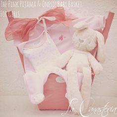 The Pink Pijama & Onesie Baby Basket: For Girlses una belleza de canasta para bebita recién nacida con una tierna paleta de color rosa y nuestro conejito ultra suve de importación para un deta…