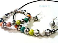 Pulsera, collar y pendientes con cerámicas y piezas de zamak de @atelier_51 atelier51handmade.com http://www.facebook.com/atelier51.Plasencia