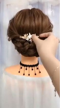 Hair style with short hair - Hair and Beauty - Cabelo Casamento Best Wedding Hairstyles, Bun Hairstyles, Bridal Hairstyles Short Hair, Hairstyles Videos, Hair Updo, Natural Hair Styles, Short Hair Styles, Hair Upstyles, Long Hair Video