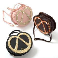 Nothing beats the captivating aroma and delicious flavor of a freshly baked pretzel. Nothing except for this 3-way bag from FLAPPER that is!  This quirky bag is available in black, brown, and pink, and its handy strap system means you can wear it in three different ways! Thanks to its unique and eye-catching pretzel design and stylish colors, it's seriously versatile too.  #jfashion #kawaii