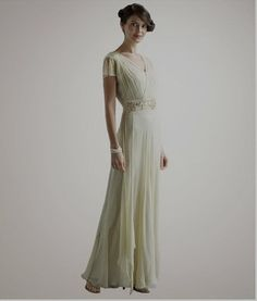 1930s wedding dress style - think about for bridesmaid dress.