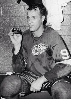 Gordie Howe scores career goal No. tying Maurice Richard as the NHL's all-time leader. Flyers Hockey, Hockey Players, Maurice Richard, Hockey Pictures, Detroit Sports, Star Wars, Red Wings Hockey, Sport Icon, Rugby League