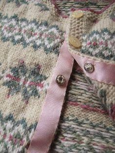 Lovely in fair isle – Kiwiyarns Knits Knitting Stitches, Knitting Yarn, Baby Knitting, Vintage Knitting, Free Knitting, Knitting Machine, Motif Fair Isle, Fair Isle Pattern, Laine Rowan