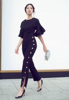 This one as a jumper with NO buttons Casual Office Attire, Slacks For Women, Formal Looks, Professional Outfits, Business Fashion, Korean Fashion, Beautiful Dresses, Summer Outfits, Fashion Dresses