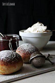Laskiainen, Laskiaispullat, Semlor Freshly Baked, Bread Baking, Hamburger, Goodies, Cooking, Food, Baking, Sweet Like Candy, Baking Center