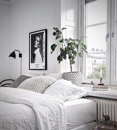 Cheap Home Decor Schlafzimmer Skandinavisch.Cheap Home Decor Schlafzimmer Skandinavisch Interior Simple, Grey Interior Design, Modern Interior, Modern Design, Monochrome Bedroom, White Bedroom, Calm Bedroom, Master Bedroom, Decoration Inspiration