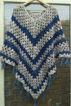 Crochet Poncho Crochet Poncho Learn the rudiments of how to needlecraft (generic term), starting at Crochet Slippers, Knit Or Crochet, Crochet Scarves, Crochet Shawl, Crochet Crafts, Crochet Stitches, Crochet Projects, Crochet Designs, Crochet Patterns