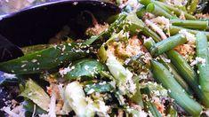Koeloeban is net zoiets als Oerapan; een mix van groenten met kokosschaafsel en veel verschillende kruiden. Zo lekker en makkelijk!