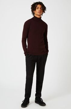 These looser fit trousers provide a classic look - regardless of occasion