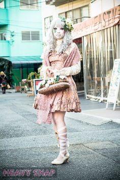 Shironuri Harajuku Fashion, Japan Fashion, Lolita Fashion, Cute Costumes, Girl Costumes, Cosplay Costumes, Japanese Streets, Japanese Street Fashion, Steampunk Lolita
