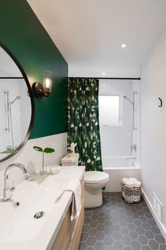 31 Shower Room Paint Color Styles That Always Look Fresh and Clean - Ideen rund ums Haus - Home House Design, Home, Green Bathroom, Vintage Bathroom, New Homes, Modern Vintage Bathroom, Modern Baths, Bathroom Design, Bathroom Decor