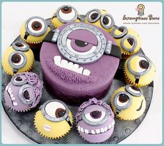 Love some minions. Large Purple Minion Cake with Smaller Minion Cupcakes Fondant Minions, Torta Minion, Big Cakes, Little Cakes, Fancy Cakes, Cute Cakes, Despicable Me Cupcakes, Minion Cupcakes, Cupcake Cookies