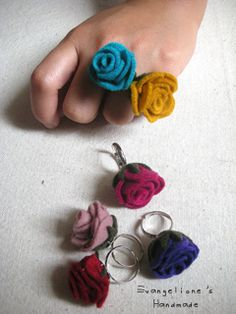 Cute crochet flower rings, picture only from flickr no pattern