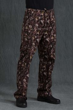 Camouflage Unisex Stretch Pant Med Couture Scrubs, Stretch Pants, Camouflage, Stretches, Parachute Pants, Harem Pants, Duck Dynasty, Unisex, Peaches