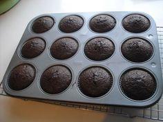 Cupcakes al cioccolato, morbidi e cioccolatosi (senza uova e senza burro!!)