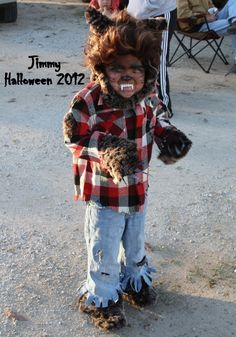 He used an old pair of shoes, some Halloween Diy Kostüm, Family Halloween Costumes, Diy Costumes, Costume Ideas, Creative Costumes, Halloween Horror, Wearwolf Costume For Kids, Boys Werewolf Costume, Warewolf Costume
