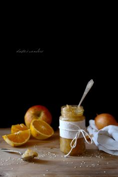 Apple chutney. So great if you have too many apples! Scroll down for the English version.