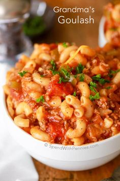 ☆☆GRANDMAS GOULASH☆☆ This easy goulash recipe is full of flavor and the perfect way to feed a crowd as itmakes a huge batch! Macaroni noodles simmer in a mixture of lean beef, z…