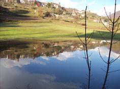 Castiglione riflesso  nel piccolo lago alluvionale di Valli (Garfagnana
