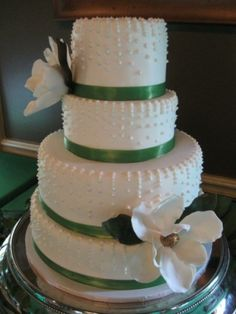 emerald green / purple wedding | Rated wedding photos fast: green wedding cakes