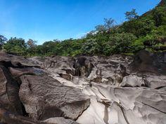 Retrospectiva 2016. Fomos para a Chapada dos Veadeiros um dos destinos de ecoturismo mais bonitos do Brasil. O Vale da Lua com o seu cenário de pedras tão diferentes e vegetação é imperdível. -------- Retrospective 2016. We went to Chapada dos Veadeiros one of the most beautiful ecotourism destinations in Brazil. The Valley of the Moon with its scenery of so different rocks and vegetation is a must see. -------- #retrospectiva2016 #chapadadosveadeiros #ecoturismo #brasil #instanature…