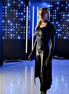 """Reversal"" - Katie Cassidy as (Laurel Lance/Black Siren) Black Siren Arrow, Arrow Black Canary, White Canary, Kate Middleton, Arrow Season 6, Dc Comics, Dinah Laurel Lance, Lance Black, Supergirl And Flash"