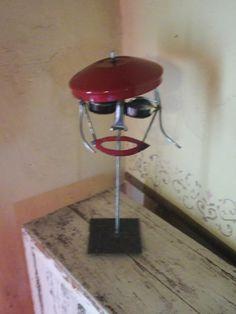 La femme au béret rouge . Création Michel Flock France .