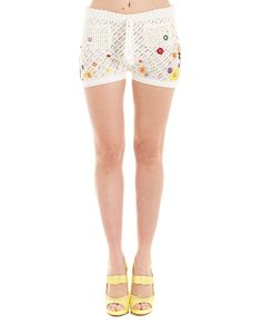 White knitted shorts drawstring waist embroidered flowers two front pockets 50% CO 48% VI 2% PL