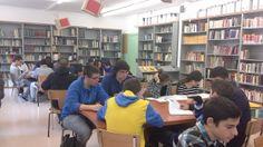 Ambient d'estudi a la biblioteca després de vacances de Nadal.