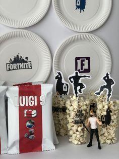 Una festa di compleanno a tema Fortnite - The Partytude Diaries Party Ideas, Table Decorations, Blog, Party, Blogging, Ideas Party, Dinner Table Decorations