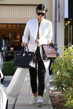 Kylie Jenner wearing Hermes Birkin Bag in Black Kylie Jenner Blog, Kendall Jenner Modeling, Kylie Jenner Workout, Kylie Jenner Outfits, Kendall And Kylie Jenner, Kardashian Jenner, Hermes Bags, Hermes Handbags, Hermes Birkin