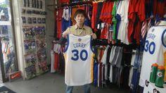 【新宿2号店】 2014年5月8日 カリーのスウィングマンを購入して頂きました。バスケのプレーもよりいっそう磨きがかかること間違いなしです★ #nba ヾ(*´∀)(∀`*)ノ゙