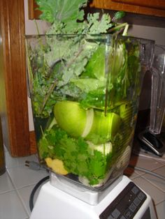 TOP RAW VEGAN SMOOTHIE RECIPES: If you ask me my first tip to start a raw vegan diet, I'd say: DRINK A GREEN SMOOTHIE AS YOUR BREAKFAST. That's the reason I'm releasing now a very cool list of the Top 25 Raw Vegan Smoothie Recipes that we found. Hope you enjoy the list as much as we enjoyed making it. Thank you to all the bloggers who created all those rawesome recipes! Love you all! :)