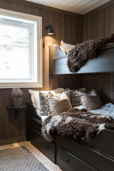 Home Decorating Websites Free Chalet Interior, Interior Design Living Room, Construction Chalet, Bunk Rooms, Cabin Interiors, Cabin Homes, Bungalows, Cabana, Hygge