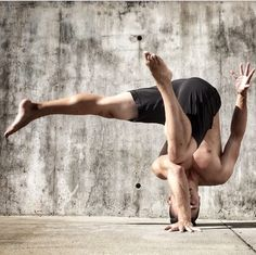 Appreciating this headstand variation that looks beautiful. In time...