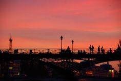 Sunset on Pont des Arts by Eric Tenin  via ParisDailyPhoto.com