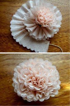 Flor con papel crepe