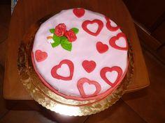 torta con cuori e roselline adatta anche per San Valentino