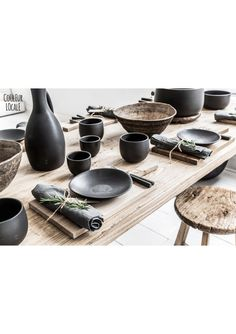The black ceramic dishes in this dining room give style to the . - The black ceramic dishes in this dining room add style to the raw wood table. Ceramic Tableware, Ceramic Pottery, Kitchenware, Home Decor Accessories, Decorative Accessories, Cerámica Ideas, Keramik Design, Style Deco, Deco Table