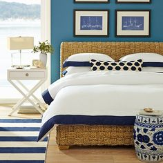 A coastal chic bedroom style can be created wherever you live with our collection of inspiring beach bedroom design ideas and tips to help achieve the look. Nautical Bedroom, Coastal Bedrooms, Blue Bedroom, Coastal Living, Indigo Bedroom, Nautical Interior, Serene Bedroom, Bedroom Beach, Luxury Bedrooms
