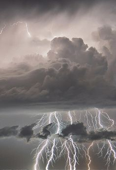 Hard to see where the gray clouds and lightning strikes end and the water reflections of them begin in this powerful storm All Nature, Science And Nature, Amazing Nature, Beautiful Sky, Beautiful World, Fuerza Natural, Cool Pictures, Beautiful Pictures, Tornados