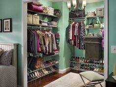 Walk in closet #aquaminta style :) Love those colors, nicely organized, very stylish.